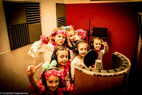 Kids party smiling before they sing